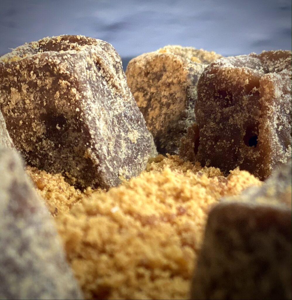 Jaggery indischer Vollrohrzucker mit Mineralstoffen